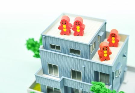 二世帯住宅の間取りを考えてもぴったりの三階建て<br />